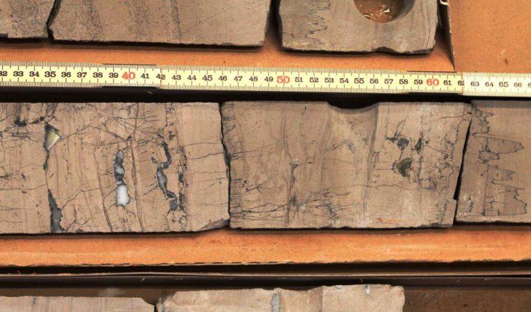 Alt.: fractures in Zechstein core