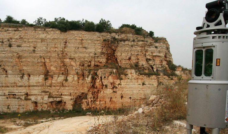 Imaging karst in outcrop using terrestrial lidar