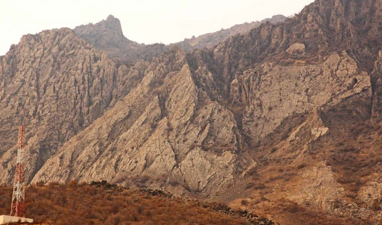 Fractured Cretaceous bedding surfaces and cliff sections on the flanks and crest of the Piramagrun anticline, Kurdistan.